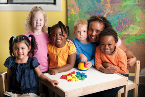 preschool-teacher-and-class-at-table-XLarge